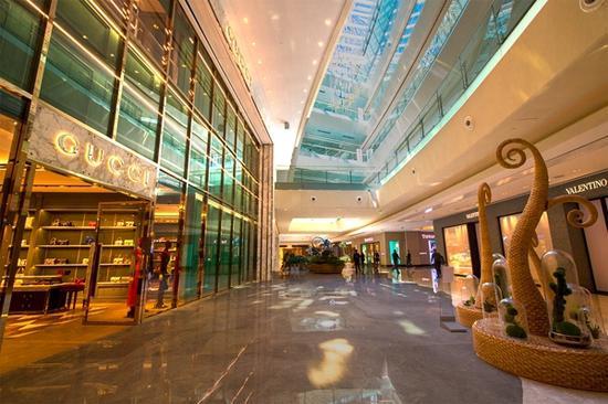 国贸商城新区中庭,国际品牌旗舰店林立