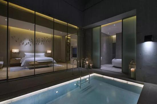 部分套房配置高空私人泳池