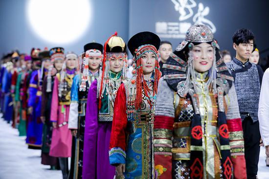 让蒙元素与世界对话:蒙元素首登中国国际时装周
