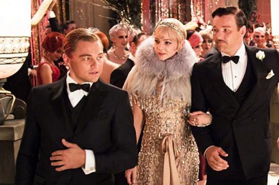 Miuccia  Prada  和戏服设计师 Catherine  Martin共同为由 Baz  Luhrmann  执导,Leonardo  DiCaprio、Carey  Mulligan  等人主演的电影《了不起的盖茨比》设计戏服