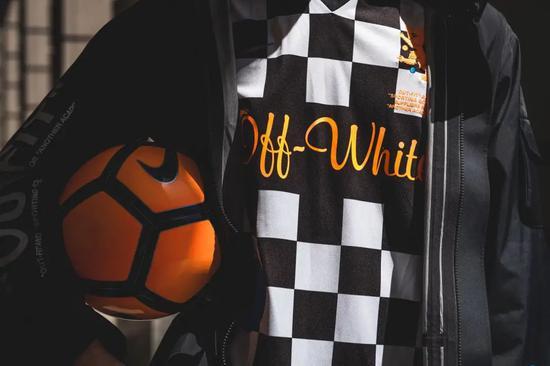 Virgil Abloh 或将为 Liverpool F.C. 设计主场球衣