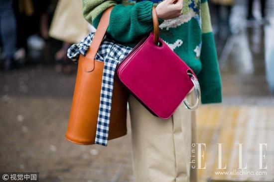 时髦的人都在背两个包出门包袋时装周秀场