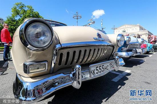 各式古董车在俄罗斯莫斯科亮相