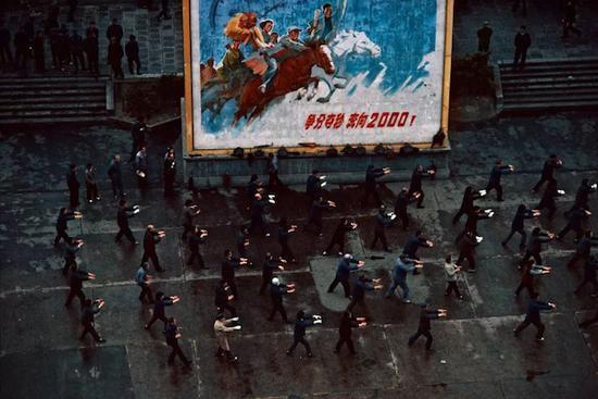 《外滩集体太极》 上海 1980年