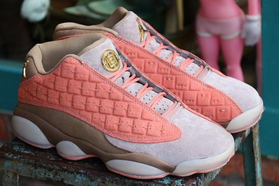 球鞋联名泛滥成灾身后,谁在为知名品牌商的营销推广伎俩付钱?