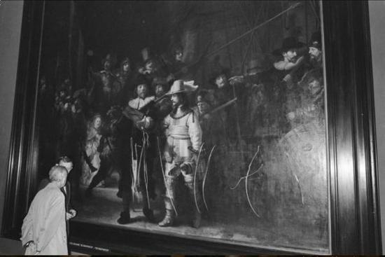 1975年,《夜巡》被锯齿刀划伤