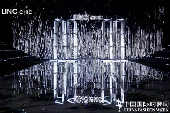 "LINC CHIC:""硬糖派对""登陆中国国际时装周,演绎秋冬潮酷街头风"