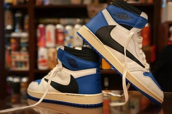 今年联名鞋太凶残 换色+盖章轻松起飞