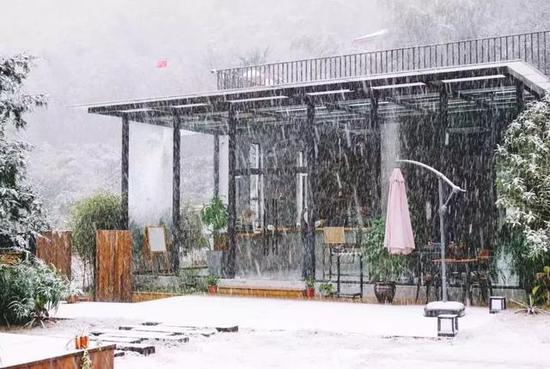 去看千山暮雪时,邀三两知己的寒舍。
