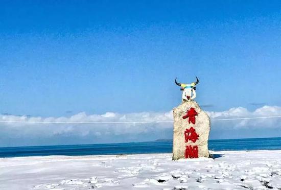 去看一派北国壮阔的赛里木湖冬日。