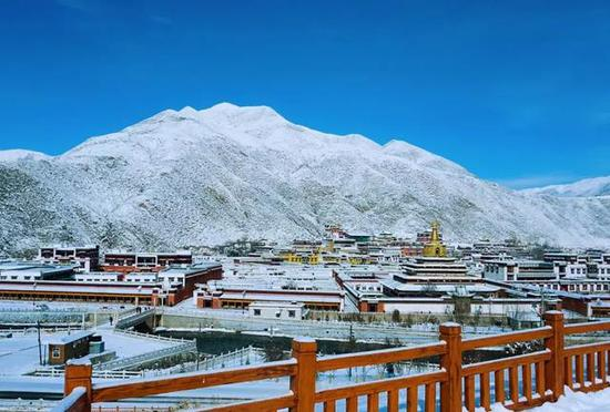 去看一场雪落,万籁俱静的五台山。