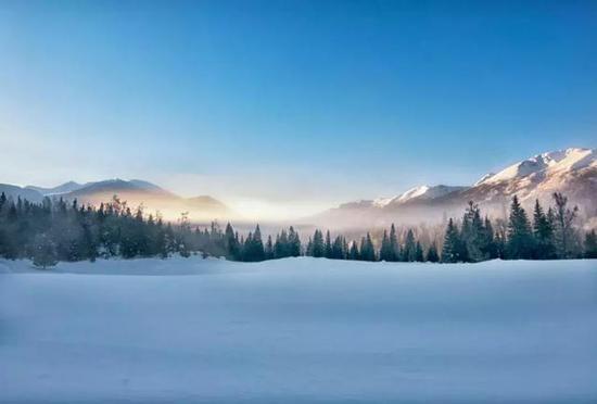 去看阿勒泰这个充满冰雪魅力的圣地。