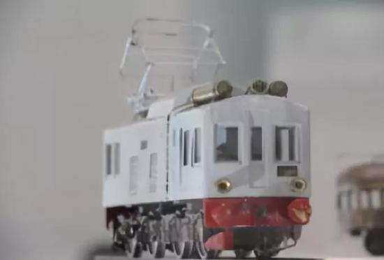 原信太郎的第一台手制铁道模型、8000 号