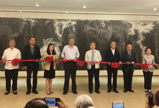 开幕剪彩仪式  (左起) 来支钢、徐志荣、温玉茹、陈传席、黄光男、林木和、陈德新、陈筱君