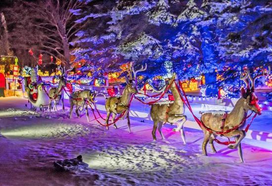 去看天上雪花飘飘,圣诞老人已驾到。