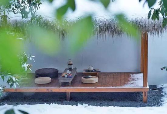 去看室内壁炉满堂的杭州汐遇民宿。