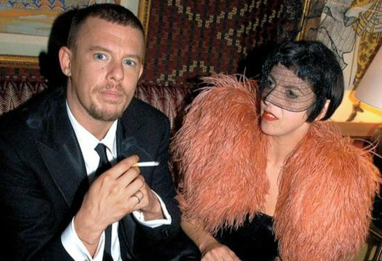 Alexander McQueen 和 Isabella Blow Photo: vanityfair