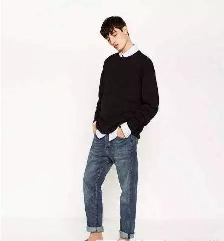 款式2:男式针织衫+黑色休闲裤