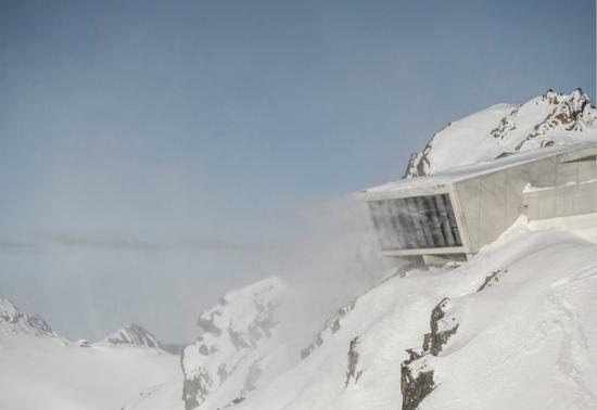 奥地利海拔3000米的山顶 感受007博物馆的魅力