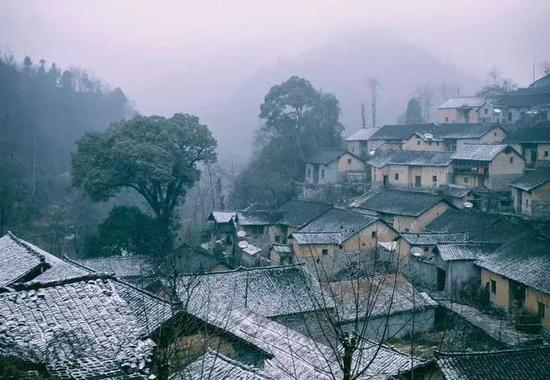 去看温婉含蓄的西塘的一场初雪。