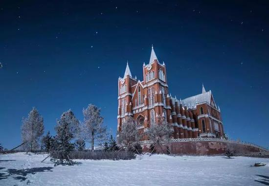 去看北国的万里雪飘的黑山头日出。