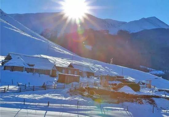 去看山居雪韵、相映成趣的篁岭。