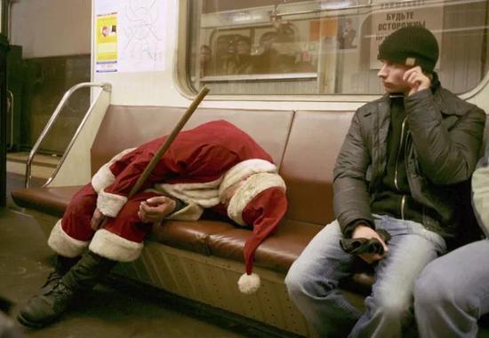 在梦里送礼物的圣诞老人
