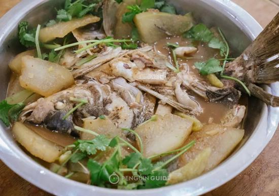 @泰安饭店 下面的冬瓜吸饱了汤汁,拌饭可以让人吃掉三碗白米饭