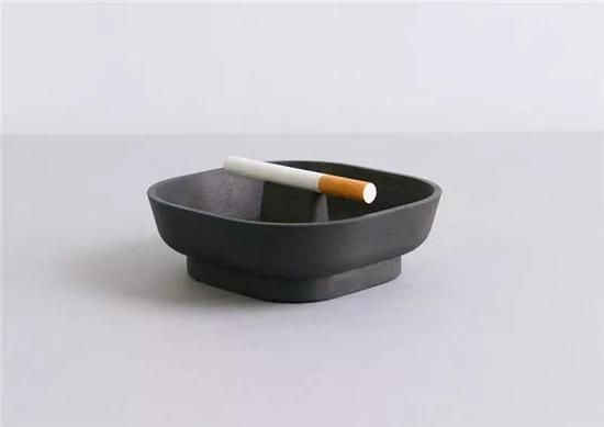 有灵性的烟灰缸