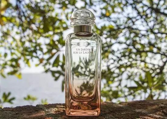 图为爱马仕今年1月新推出的香水Un Jardin Sur La Lagune