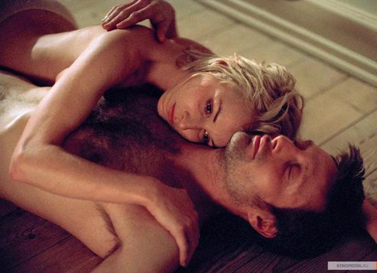 ▲《窗外有情天》中麦斯饰演了一位医生,在帮助女主角的过程中两人相互吸引