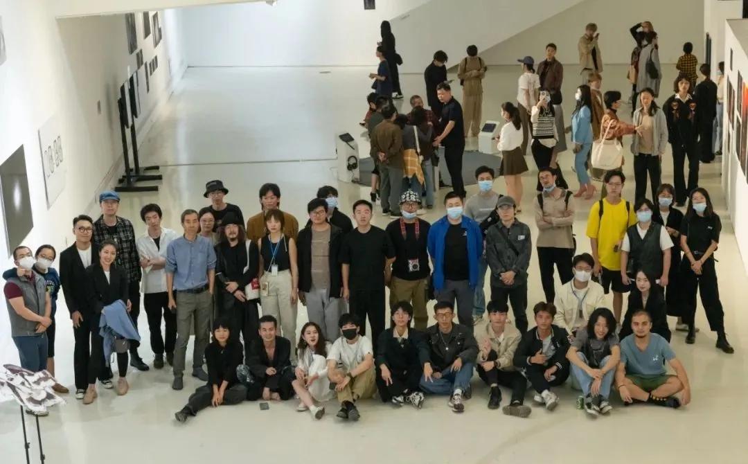 主办方、策展团队、部分艺术家与嘉宾合影