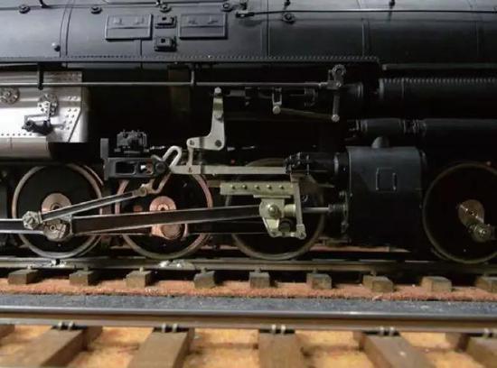 仿真的铁制轨道和车轮