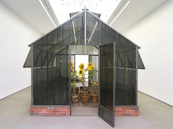 """""""电影院小屋:幸福的温室""""展览现场,2018。图片:致谢Galerie Nathalie Obadia"""