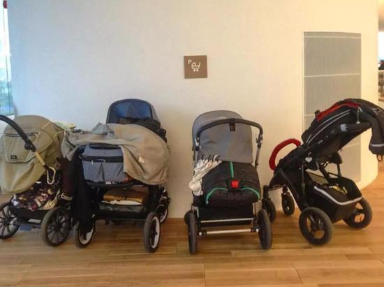 专门定了放婴儿车的地方