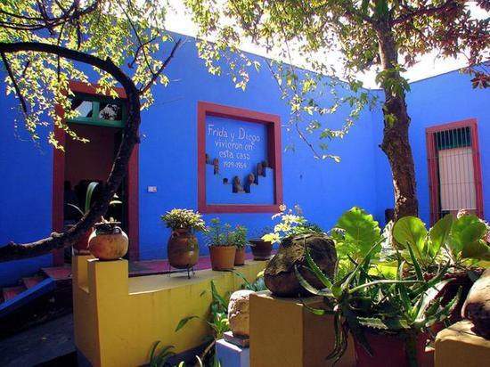 """弗里达的故居""""蓝房子""""(pic/pinterest)"""