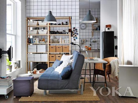 沙发背后放的桌子,既是办公桌又是餐桌 图片来自宜家家居