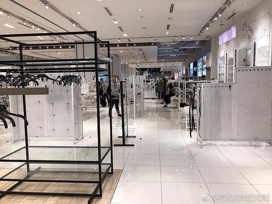 """Forever 21深圳店(图片来源:微博用户""""吧啦吧啦的吧啦"""")"""