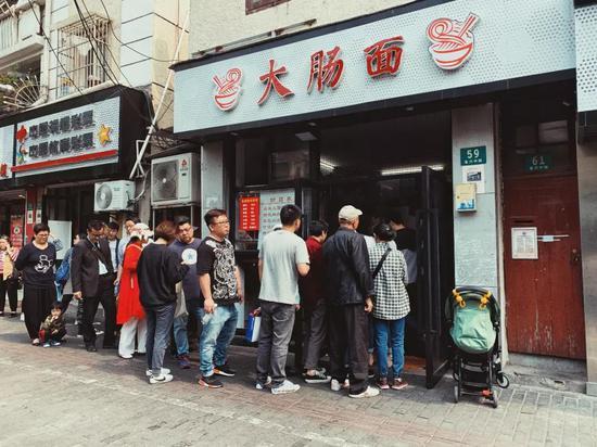 上海人爱吃大肠,从本帮菜里专门有一道草头圈子就看得出来。