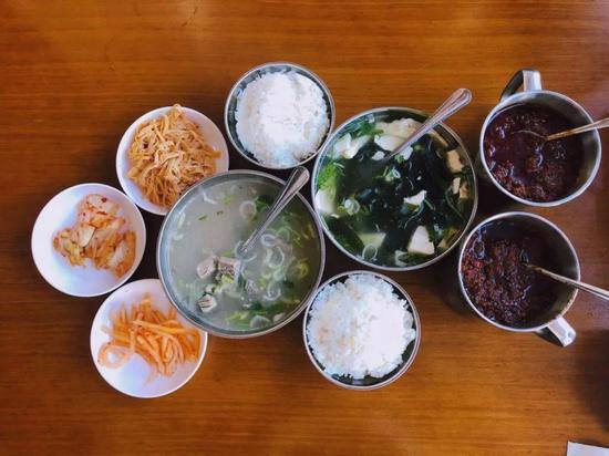 海菜豆腐汤和牛肉汤 |拍摄矜持