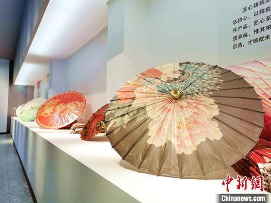 古代人的消暑妙招:戴帽子遮阳夏日举办避暑会