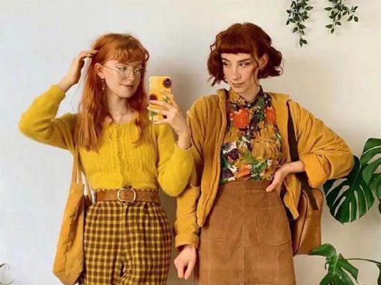 拜托 别再穿一模一样的姐妹装了 真的很土味