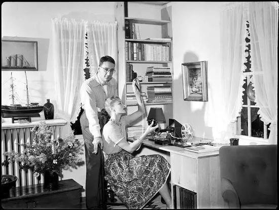 Fernand和Lisa在家中