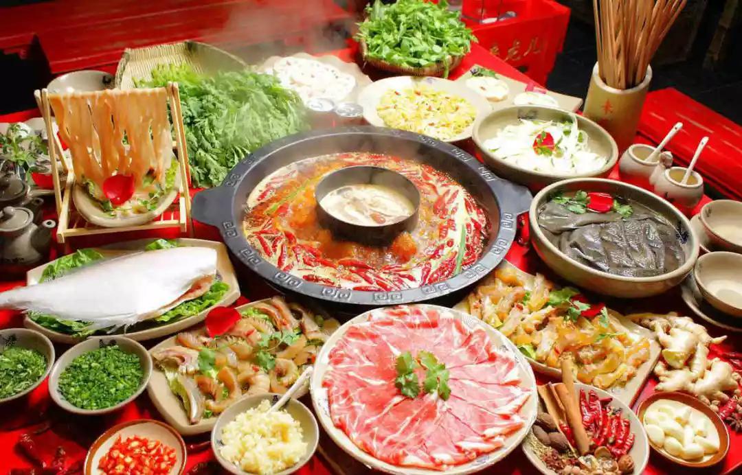 专业吃货可不能干吃,有酒有肉才美滋滋,那么吃火锅适合搭配哪些葡萄酒呢?