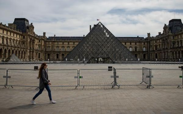 卢浮宫自今年3月起休馆 图源:IAN LANGSDON/EPA-EFE/SHUTTERSTOCK