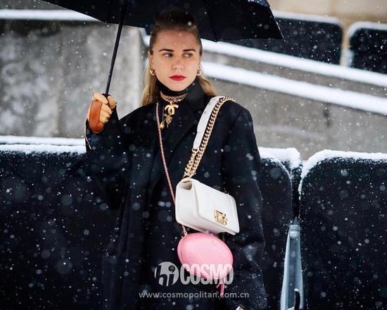 包袋来自Chanel