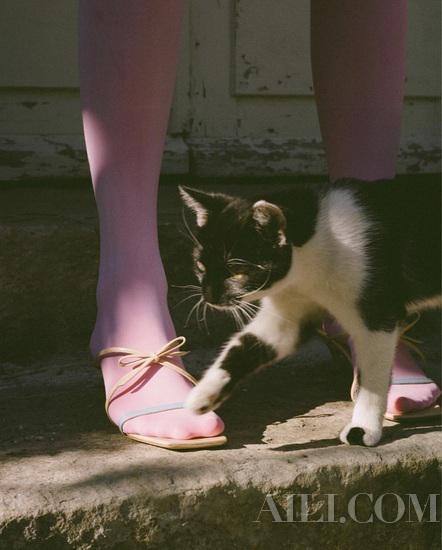 鞋头由圆变方 今夏凉拖复古风就这样袭来凉拖鞋头复古