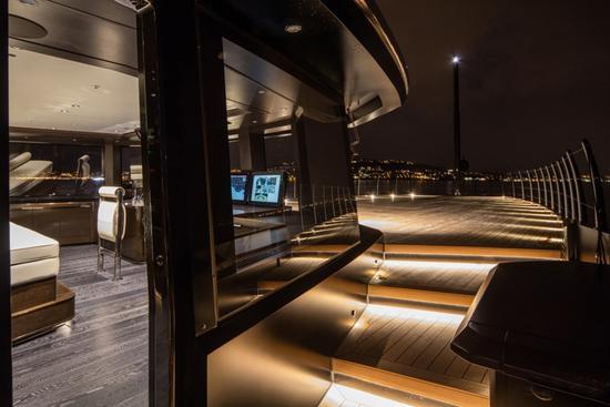超级游艇CRN Atlante:充满阳刚气的奢华游艇