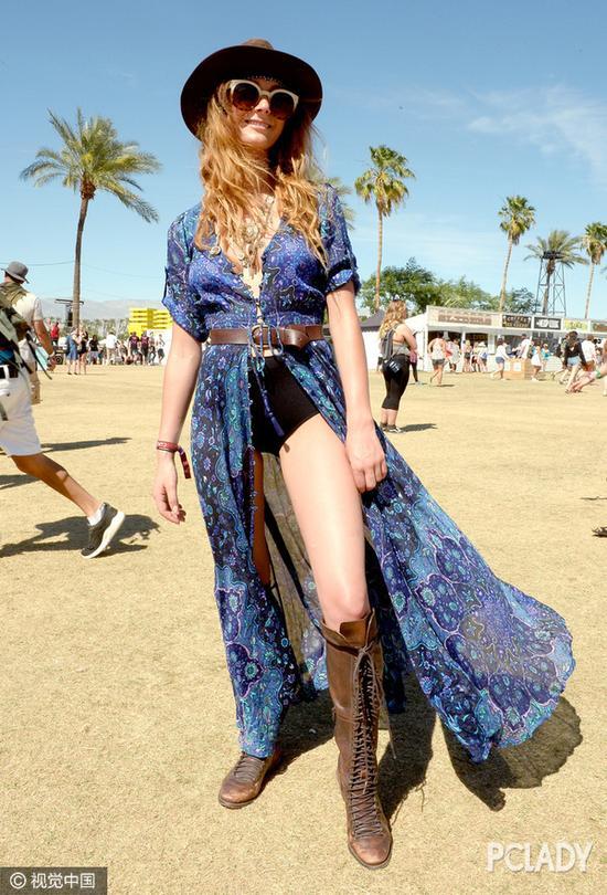开叉裙;印花裙;半身裙;连身裙;裙装