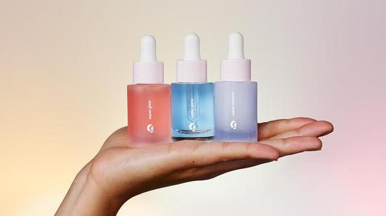 化妆品品牌 Glossier